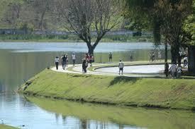 lagoa da pampulha pessoas caminhando